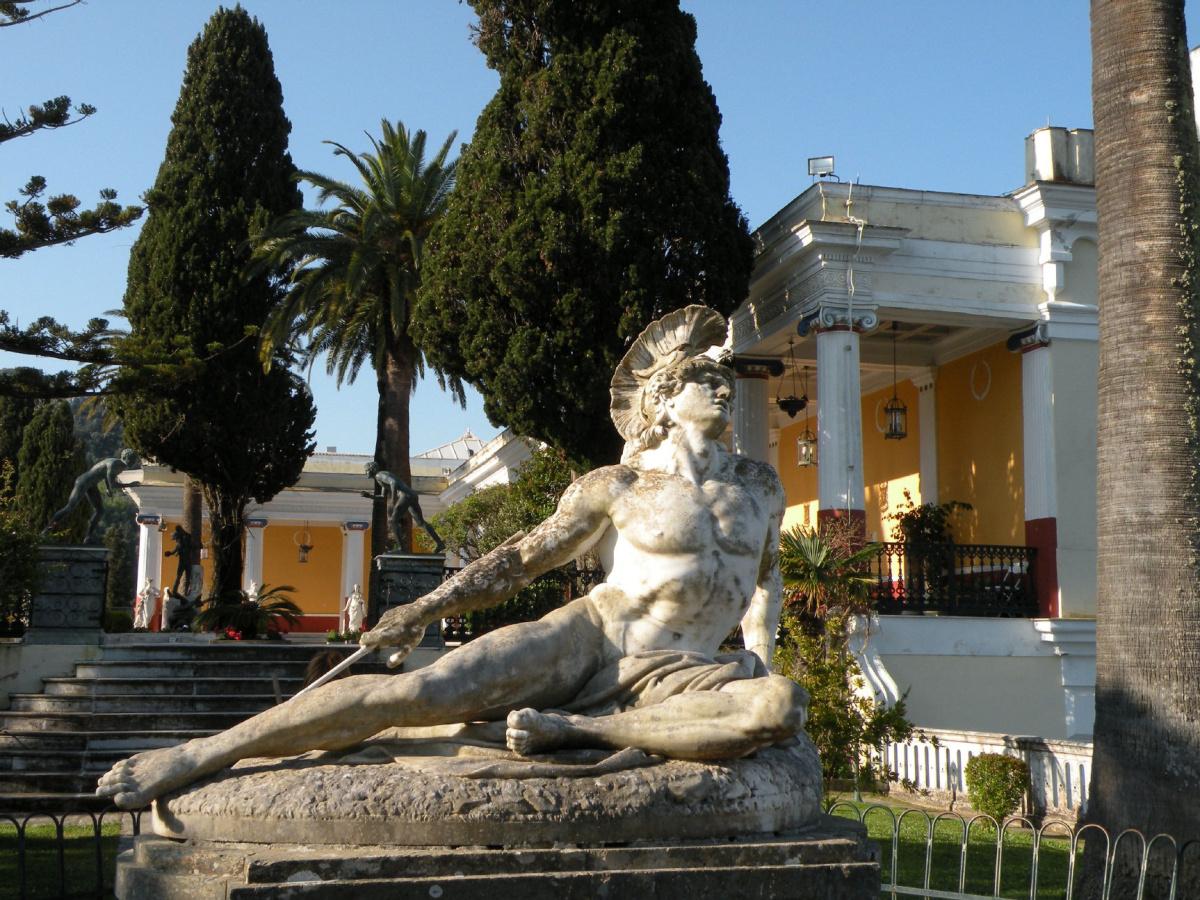 achilles_statue_achillion_palace_corfugreece